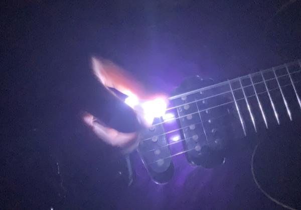 【ギター】ピッキングする度にピカピカ光るピックを紹介!